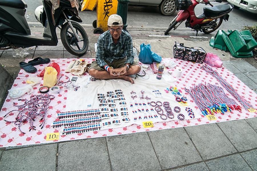 vendeur de rue pour les manifestants